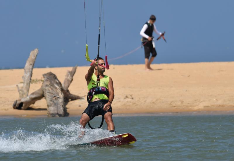 ecole-kitesurfing-lanka-kalpitiya-1